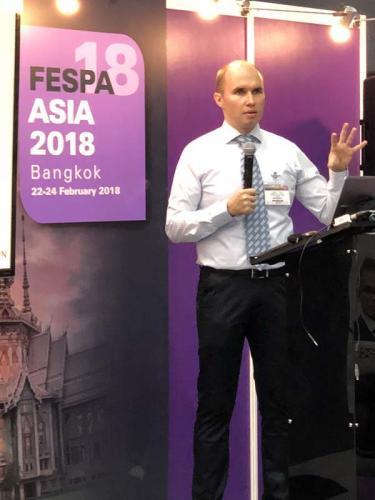 2. Phát biểu tại Nhà hát Hội nghị FESPA Châu Á 2018