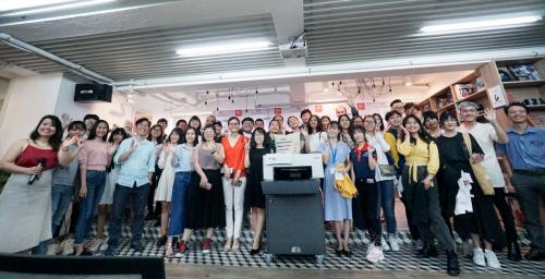 10. Group photo with brand new Polyprint Texjet echo2 DTG printer (1)