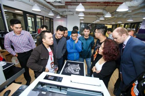 2. Polyprint DTG Printers Demonstration