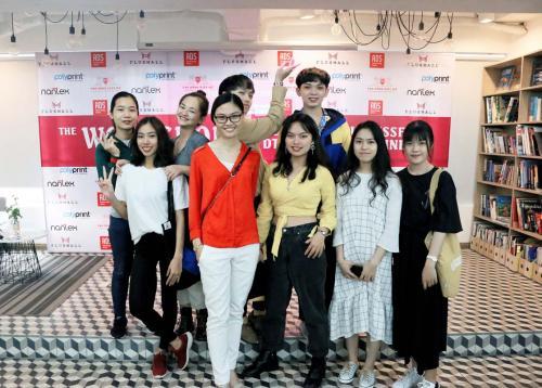 8. Sinh viên thời trang tại xưởng
